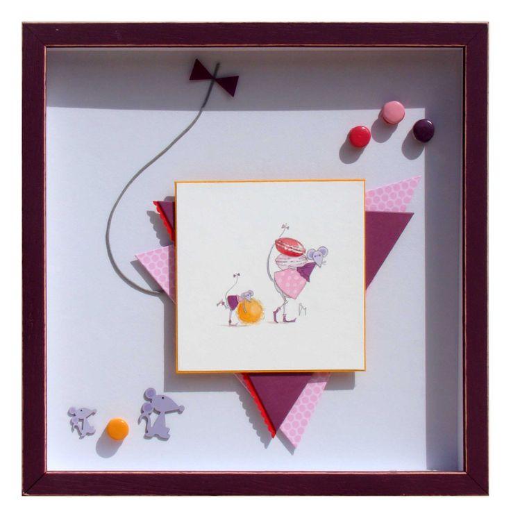 Souris gourmandes réalisé par Florence en 2014  L'image est posée sur une cartonnette dépassante orange puis sur une superposition de 2 triangles de cartonnettes habillées de rose à pois et de lie de vin, comme la robe de la souris. Un filet cranté...