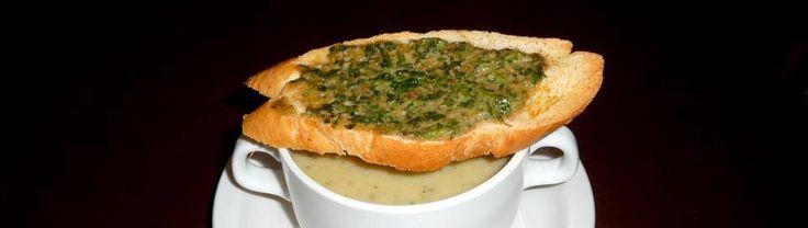 Cukkinikrémleves szotyipirítóssal / Zuchini soup with pumpkin seeds toast