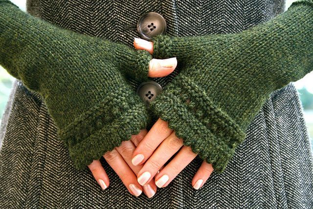 Pretty fingerless mitts. via podkins.tumblr.com, from the blog Pointy Pointy Sticks. Pattern: Susie's Reading Mitts by Janelle Masters