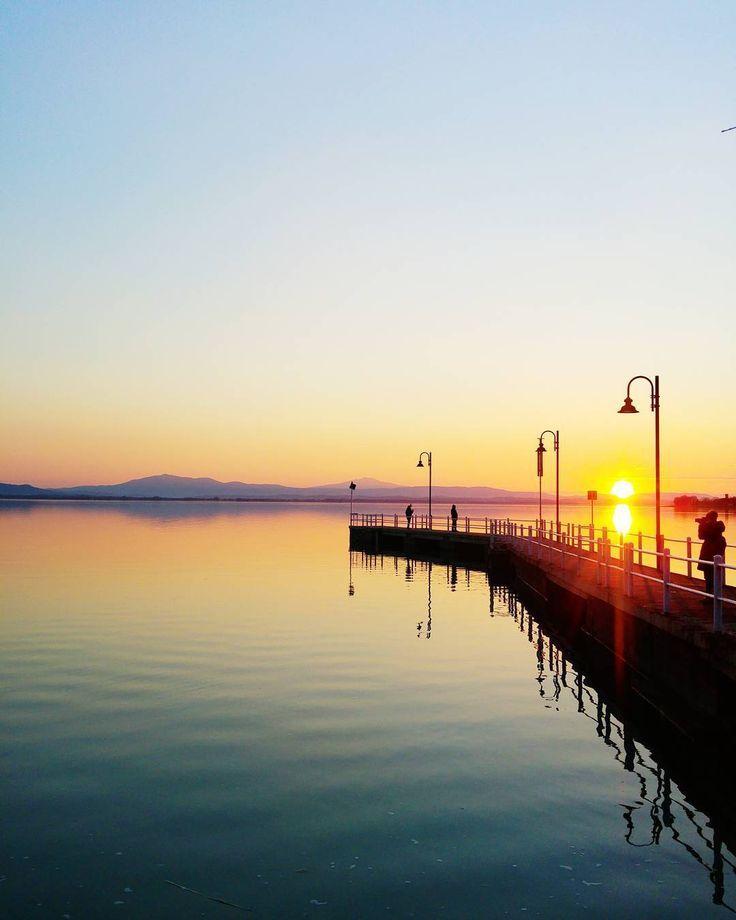 Take a picture to the infinity . . . #love . . . #reflection #trasimeno #perugia #igumbria #skyporn #trees #sunset #sunset_hub #nature #umbria #italia #italy #ig_italy #ig_italia #sky #mountains #exploretocreate #livingeurope #awesome_earthpix #awesomeglobe #wonderful_places #loves_world #folkmagazine #agameoftones #earthfocus #yourshotphotographer