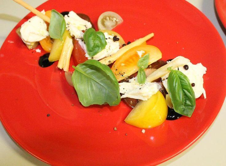 Ochsenherz Tomate Mozzarella Balsamico Perlen #gasthofdiem #mozzarella #salad #tasty #yummy #food #healthy #gasthofdiem #krumbach #red #plating #theartofplating #chef #chefsofinstagram #chefstalk #foodstarz #foodporn #foodie #foodstagram #pictureoftheday #picoftheday #like4like #likeforfollow #likeforlike by johannes_diem_official