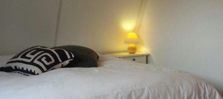 Slaapkamer boven met nieuwe boxspringbedden. www.vakantiewoninginfrankrijk.com/te-huur-luxe-vakantiehuis-zuid-frankrijk/boven-verdieping/