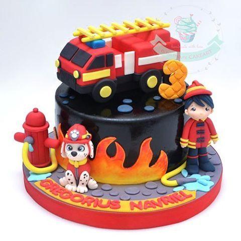 #homemade #birthday #cake #cupcake #birthdaycake #handmade #fondant #figurine #fondantcake #fondantart #sugarart #sugarcraft #sugaranimation #cakeart #customcake #cakecirebon #cireboncake #cirebon #ciayumajakuning #cirebonfood #cirebonkuliner #aboutcirebon #infocirebon #fireman #firetruck #marshall #pawpatrol
