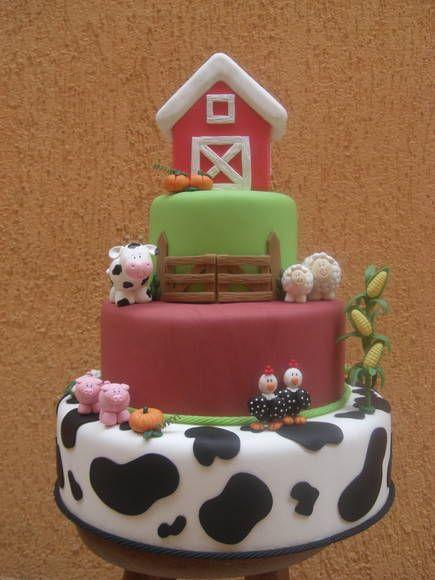 Ateliê Cátia Bechelli Giorgi - Bolo fazendinha para aluguel (valor informado par aluguel). A casinha no topo do bolo pode ser removida. R$ 70,00