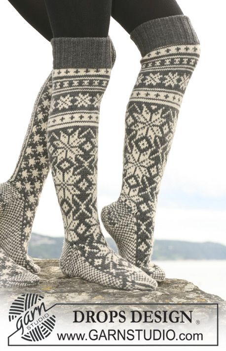 "Knitted DROPS socks with star pattern in ""Karisma"". Yarn alternative ""Merino Extrafine"". Free pattern by DROPS Design."