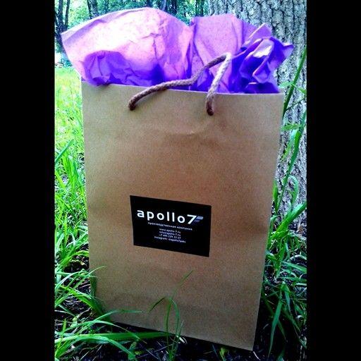 Привет!  Друзья, сделать свой пакет с логотипом очень легко! Достаточно наклеить на #пакет наклеечку со своим логотипом! Пакет #крафт (как на фото),  размер 22х31х9см + наклейка = 5500р за 100шт!  ♥♥♥ Размер наклейки на фото 7х9см, ваша наклеечка максимум может быть 10х20см!   #apollo7 #apollo7paks #платьенавыпускной #российскаямода #ателье #бутикмосква #индивидуальныйпошив #авторскоеателье  #шоурум #шоуруммосква #бутик #молодежнаяодежда #показ #платьемечты #русскиедизайнеры…