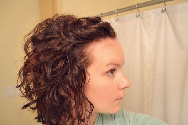 Curly Hair without the crunch from hair products. Tutorial by Mama Mandolin