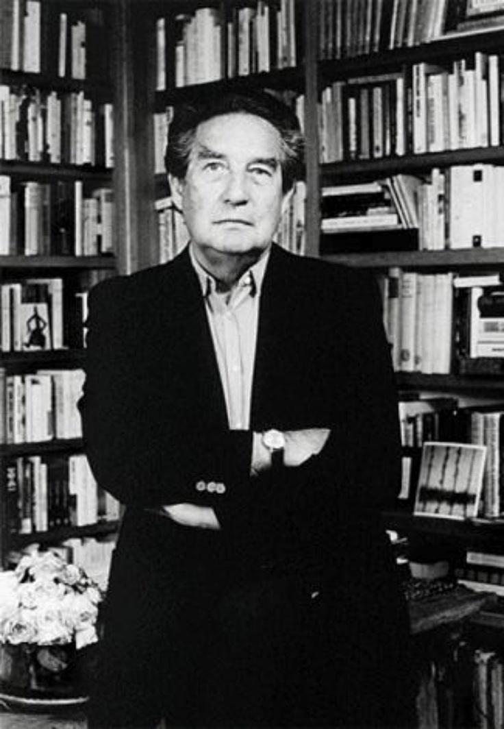 Octavio Paz (Ciudad de México 1914-1998) fue un poeta, ensayista y diplomático, Premio Nobel de Literatura en 1990. Se le considera uno de los más influyentes escritores del siglo XX y uno de los grandes poetas hispanos de todos los tiempos.