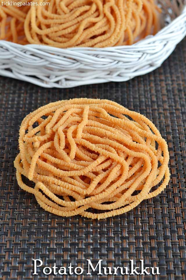 Potato Murukku recipe or Aloo Chakli recipe with step by step photos. This potato Murukku needs only rice flour and is made during Diwali.