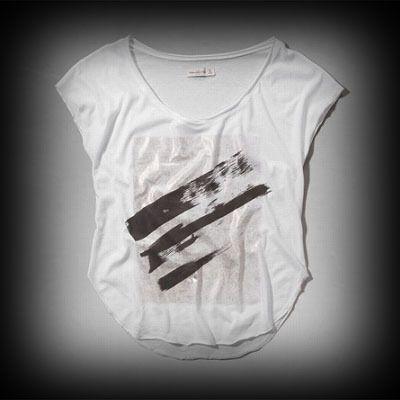 アバクロ レディース Tシャツ  Abercrombie&Fitch Camille Tee Tシャツ★アバクロ 銀座店で販売されていない海外限定の入手困難なアイテムやアバクロ新作商品も数多く取り扱っています! ★ヴィンテージストーンウォッシュ加工が一点一点違ってダメージがいい感じに個性的に味がでてて惹かれるお洒落ポイント。