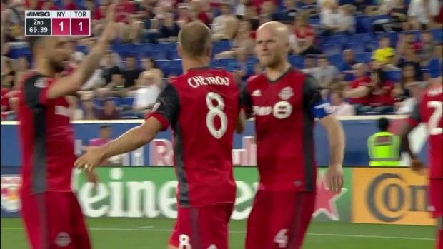 #MLS  GOAL: Benoit Cheyrou header ties it up!