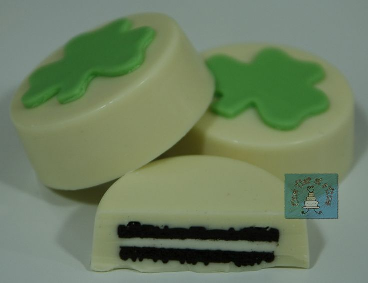 St. Patrick's Day chocolate covered oreos with fondant shamrock accent