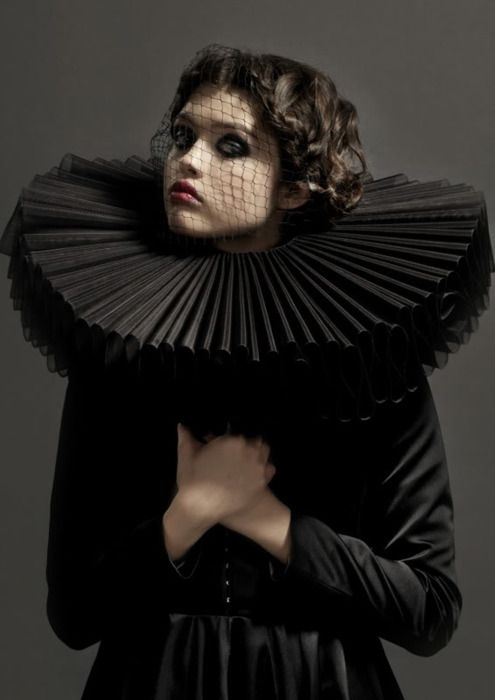 ruff collar - shape reminds me of a carousel shape, add bright coloured yarns to weave