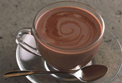 """أظهرت دراسة علمية نشرت في مجلة """"نيتشر"""" البريطانية أن نظاماً غذائياً غنياً بمادة فلافانول الكاكاو وهي مادة طبيعية موجودة في بذور الكاكاو كفيل بالحد من تراجع القدرات الذهنية مع تقدم العمر…"""