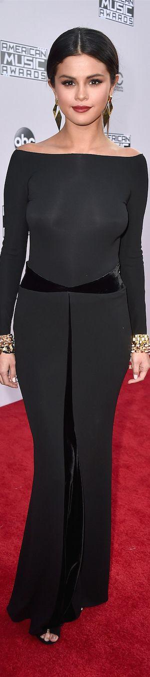American Music Awards Red Carpet Fashion / SELENA GOMEZ