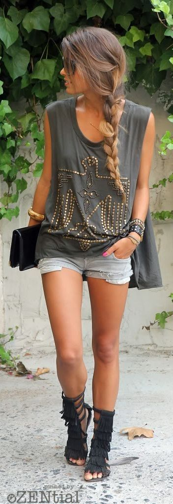 #boho #fashion #spring #outfitideas | American eagle tee + denim shorts