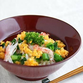春の彩どり炊き込みごはん。  Fudanシリーズ_はなはちLサイズ銀朱色   http://j-cocomo.jp