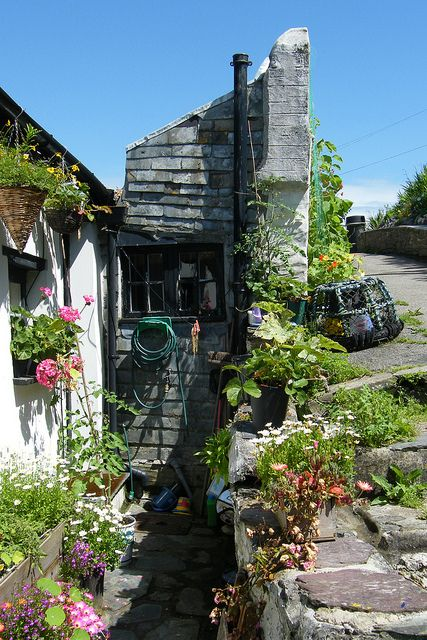 Cottage in the picture postcard village of Polperro, on the south coast of Cornwall, England