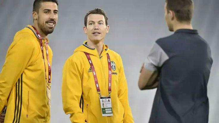 "La Juve ""assaggia"" il campo a Doha #Lichtsteiner #Khedira"