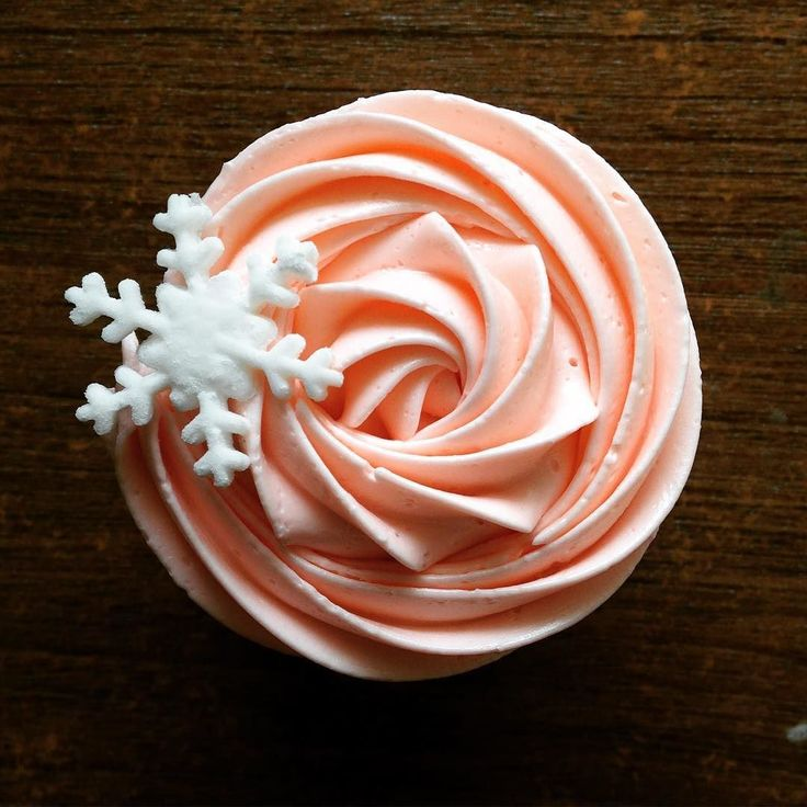 Just 'cause we don't have snow in India doesn't mean we can't have a snowflake cupcake