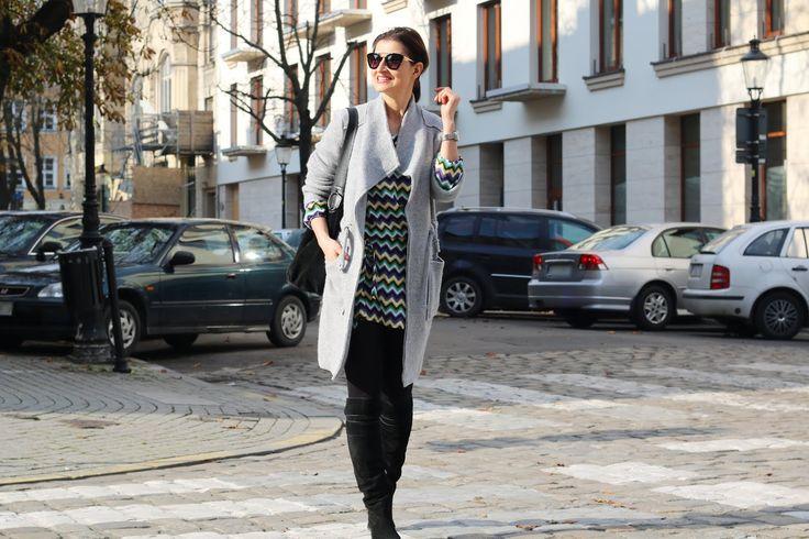 Tunikowa sukienka w zygzaki - pomysł na jesienną stylizacje | Novamoda Stylizacje