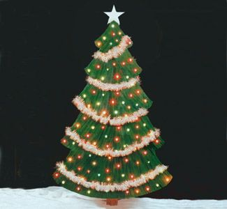 Christmas Tree Woodcraft Pattern This gorgeous 6 feet tall Christmas Tree almost looks like the real thing. #diy #woodcraftpatterns