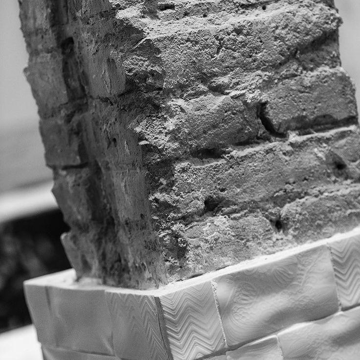El buen diseño no añade sin más elimina lo superfluo para mostrar lo esencial. #estudijosepcortina #interiordesign #esencialdesing #elviti #bcndesign