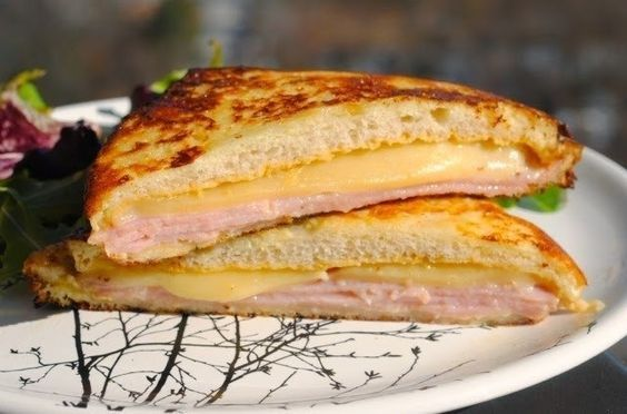 Фото к рецепту: Сэндвич Монте-Кристо