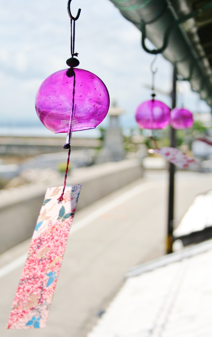Love Japanese wind chimes-pinned by http://www.auntbucky.com  #decor