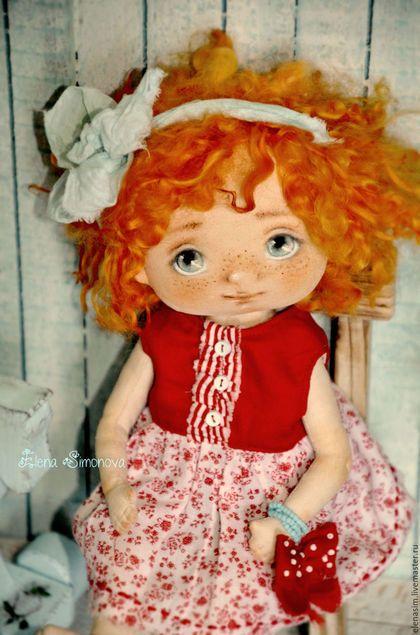 Купить или заказать Алиса в интернет-магазине на Ярмарке Мастеров. Рыжая лисичка Алиса)) Авторская текстильная куколка, созданная по моей выкройке.Ручки ножки подвижные, головка поворачивается, тело грунтованное, куколка может сидеть и стоять. Личико расписано вручную, без использования шаблонов, волосы- натуральные товечьи локоны, окрашенные.Прически можно аккуратно менять.Одежда полностью съемная, (обувь моей ручной работы))) ) .................................