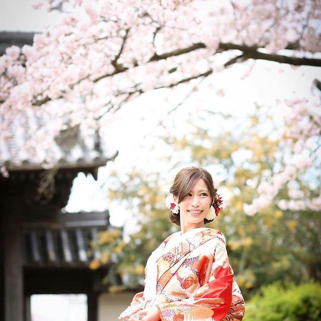 【sakura929】さんのInstagramをピンしています。 《桜のロケ地お寺  桜の名所のオススメスポットです✨  今年もたくさん素敵な桜を撮りにいきます✨  Instagram 期間限定  ホームページ作成用のモデル様募集☆  色打掛・白無垢・綿帽子など全てロケーション撮影です。  データを広告媒体に使用しても良い方。  新郎様(黒紋付袴)と新婦様衣装(色打掛)1点69,800円で全データお渡しします。  色打掛43着〜の中から選べ、選んだ柄、ランクによるUP料金なし。  白無垢もあります。 ロケーションドレス撮影 40,000円 持込ドレス、タキシードでの撮影。 dress・tuxedo・小物レンタルプラン・ヘアメイク付き  89,800円  ご希望の方、ご相談は  和心 櫻 前田まで09010733005  PC wasakura715@gmail.com LINEID  masakigofukuまで。  #和心櫻…