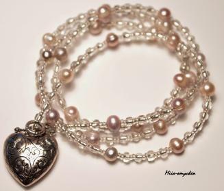 """Smycket """"Vänskap"""". Glasspets och sötvattenspärlor. Miia-smycken."""