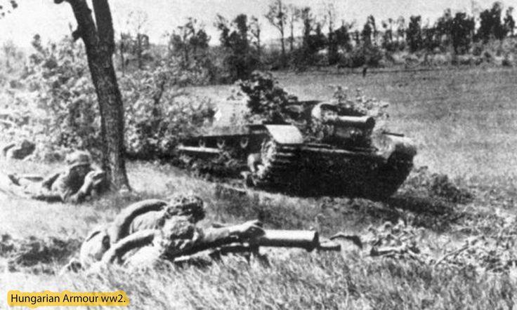 10.5cm ágyúval szerelt zrínyi rohamlöveg tüzelési pozícióban. Erdély.
