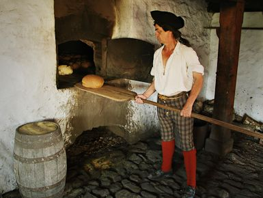 Don't miss a trip to the King's Bakery at the Fortress of Louisbourg with Everyday Explorers-Canada!  http://schoolhouseteachers.com/dap/a/?a=958
