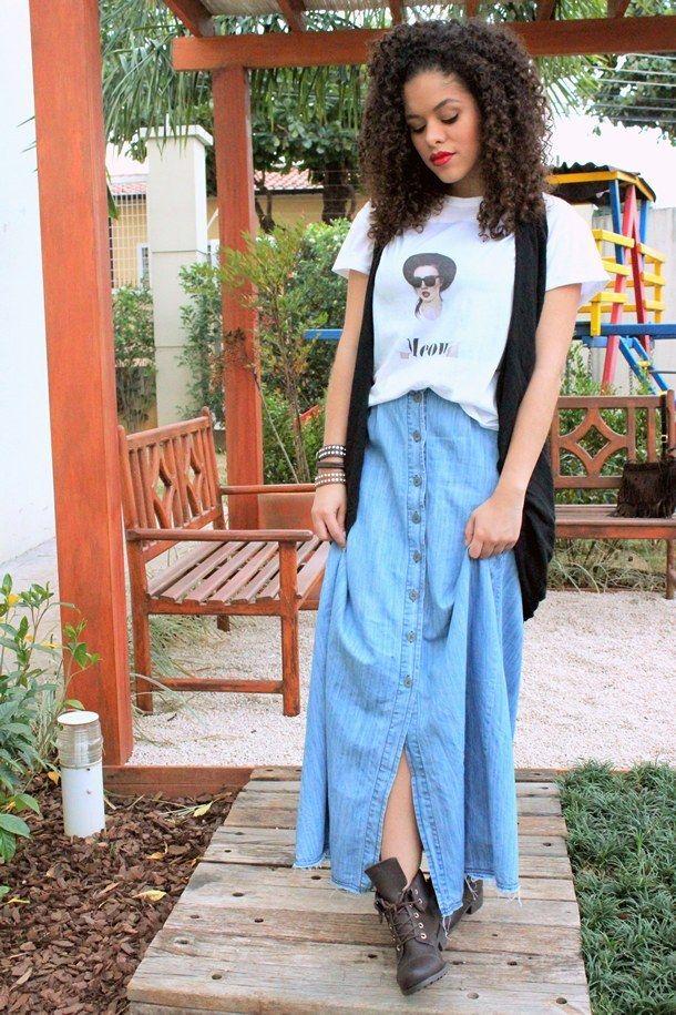 Saia longa com coturno, por que não? | 35 ideias para criar looks estilosos sem usar salto