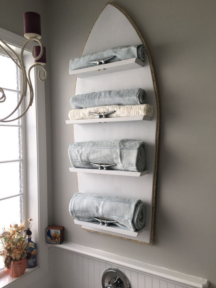 DIY nautical decor ideas that are perfect for a lake house or beach house.