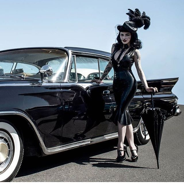 ✨ At @viva.las.vegas.vlv Carshow last year . Photo @melgabardofotografia | Outfit made all by me.  Booking Photoshoots for this year's VLV and LA. PM me or email at mariedevilreux@gmail.com if you want to work together. VERY LIMITED availability!
