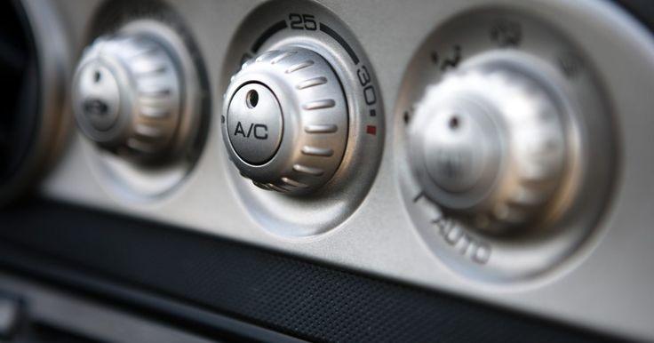 Solución de problemas del aire acondicionado de un auto. El aire acondicionado es uno de esos héroes silenciosos durante el calor del verano, haciendo el trabajo con poco reconocimiento. Cuando el aire acondicionado de tu auto no funciona, encontrar el problema con rapidez es de suma importancia.