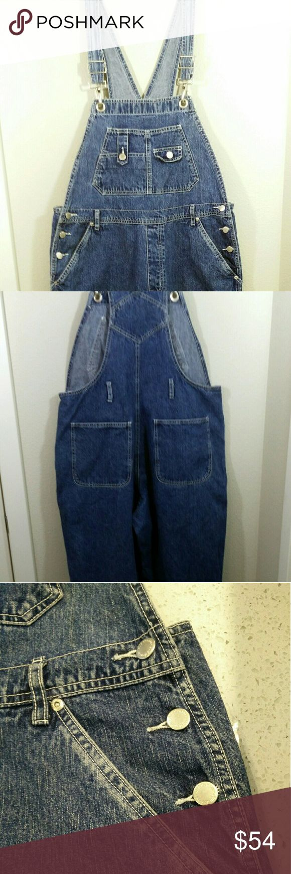 """90's St John's Bay Denim Carpenter Overalls VTG Absolutely awesome vintage piece in excellent condition - particularly for about its age!  Measurements: Waist band 40', Inseam 30"""", Leg Opening 9.5"""" St. John's Bay Jeans Overalls"""