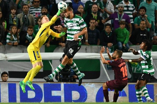 Bas Dost of Sporting CP competes for the ball with Ter Stegen of FC Barcelona during the UEFA Champions League group D match between Sporting CP and FC Barcelona at Estadio Jose Alvalade on September 27, 2017 in Lisbon, Portugal.