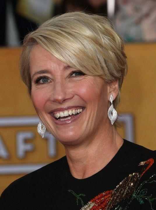 高齢女性のためのレイヤードショートヘアカット:エマ・トンプソンヘアスタイル