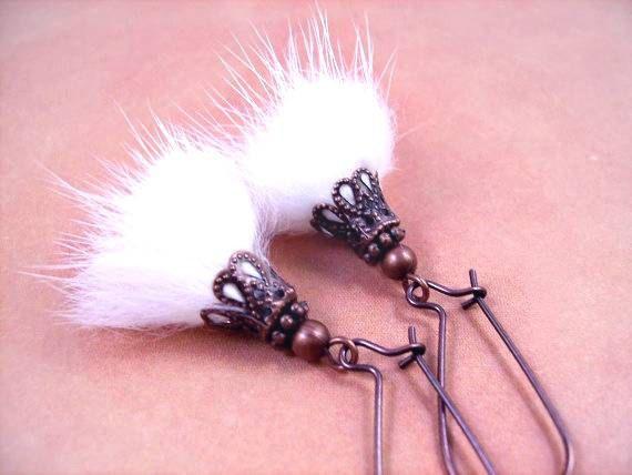 Boucles d'oreilles de fourrure blanche véritable par justEARRINGS