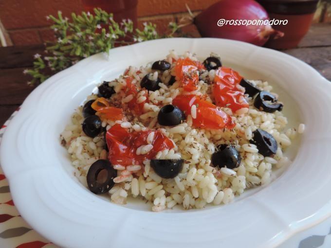 Saporito e gustoso riso con origano e pomodori e olive nere - Ricetta Portata principale : Riso alla siciliana da RossoPomodoro