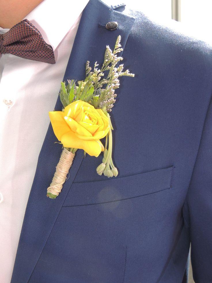 Boutonniere.  Contáctanos para cotizar tu boda clientes@lapetala.com.  2159030 Bogotá.