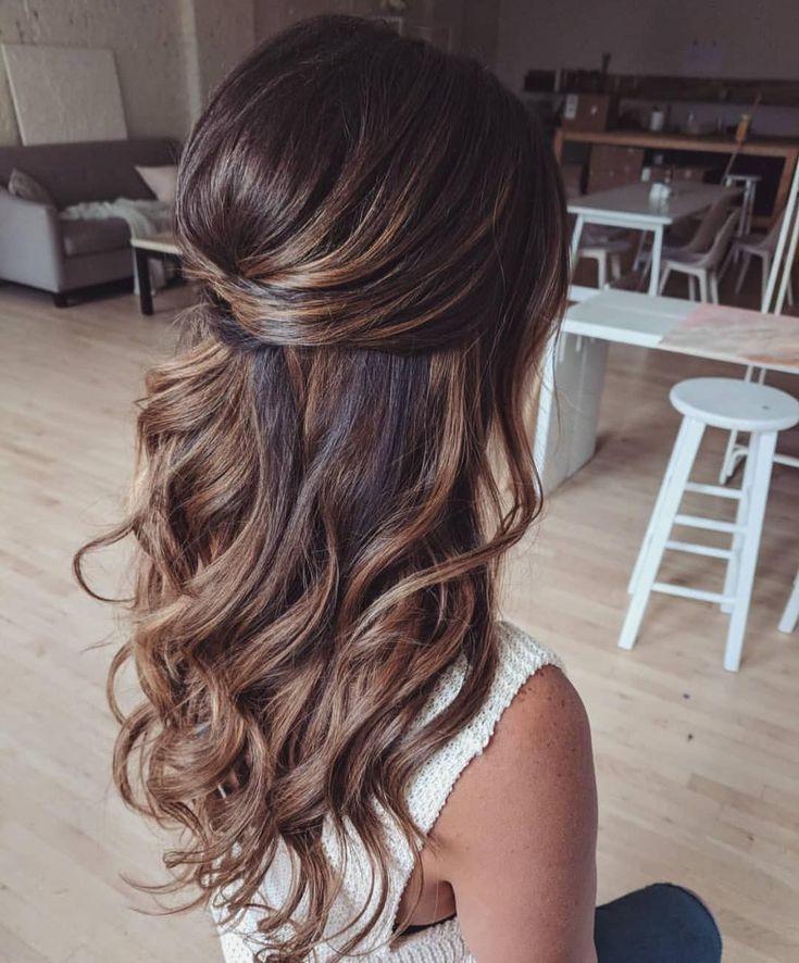 39 Wunderschöne Half Up Half Down Frisuren – Fabmood | Hochzeitsfarben, Hochzeit …   – frisuren abschlussball