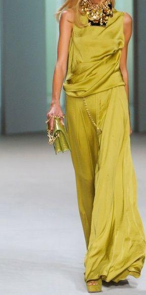 Chartreuse top and palazzo pants by Imgend.  I LOVE THIS! http://quedavistoparasentencia.wordpress.com/2013/08/07/invitadas-en-pantalones/