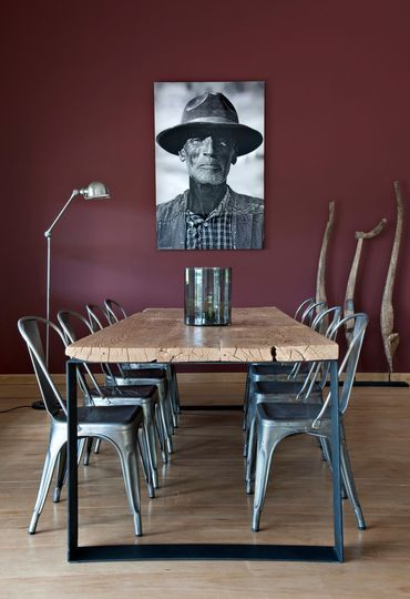 Salle à manger avec une déco contemporaine. Plus de photos sur Côté Maison http://petitlien.fr/7nrv