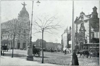 Aspecto de la apertura de Gran Vía después de terminado el inmueble del Fénix Español, Madrid, 1911.