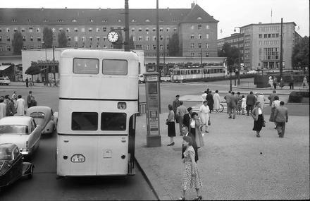 Berlin: Fehrbelliner Platz vom Bus (1957)