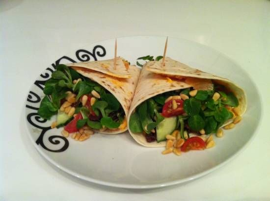 Zalmwraps Gevuld Met Salade recept | Smulweb.nl